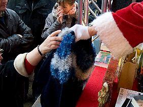 Schüler, Studenten, Rentner und Hausfrauen können in der Weihnachtszeit lukrative Aushilfstätigkeiten übernehmen.