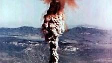 Mittlerweile gehören 188 Staaten dem Atomwaffensperrvertrag an (zum Vergleich: Die UNO hat 191 Mitglieder).