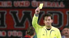In der Regel sieht der Mitarbeiter auch erst einmal die gelbe Karte - eine Abmahnung. Einen sofortigen Arbeitsplatzverweis kann der Chef nur aus schwerwiegenden Gründen aussprechen.