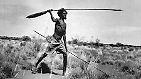 Vor Ankunft der Europäer zogen die zahlreichen Einzelvölker, die unter dem Begriff Aborigines zusammengefasst werden, als Nomaden durch Australien.