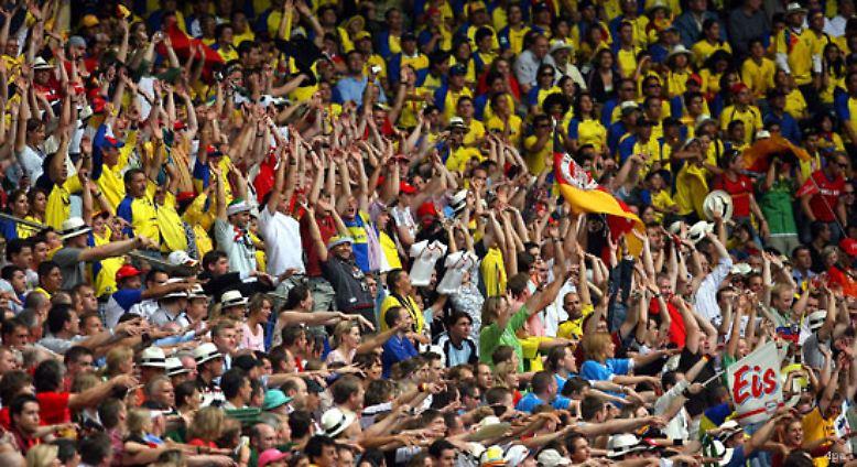 Laola zur Begrüßung: Im zweiten Spiel der Gruppe A trifft Ecuador auf Costa Rica.