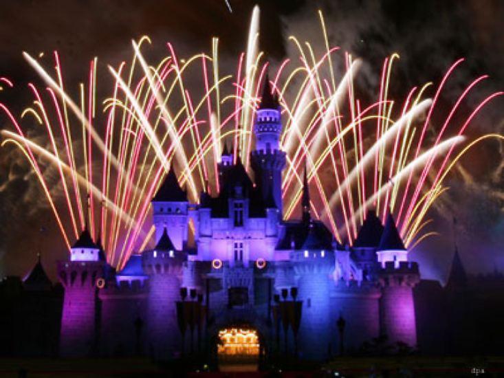 Silvester - das ist die Nacht der Feuerwerke. Doch Feuerwerke sind nicht nur zu Silvester der Knaller. Das Disneyland in Hongkong zum Beispiel zündete zu seiner Eröffnung am 12. September 2005 gekonnt die Raketen.