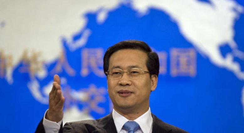 """""""Die Clique des Dalai Lama unterscheidet nicht das Richtige vom Falschen. Sie verbreitet Gerüchte"""", sagt der Sprecher des chinesischen Außenministeriums."""