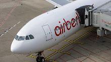 Die Passagierzahlen sinken und der Umsatz auch. Dennoch verdient Air Berlin mehr Geld.