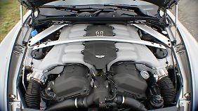Ein Sechsliter-V12 brummelt, schnaubt und röhrt im Aston Martin Rapide.