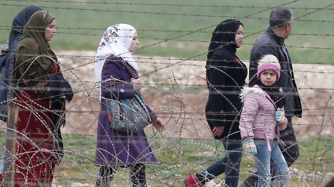 Immer mehr Menschen fliehen vor den Kämpfen in Syrien.
