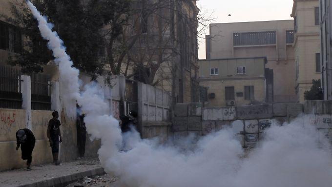 Nahe dem Innenministerium geht die Regierung gegen Protestierende vor.