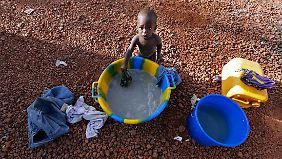 Wie in jedem Konflikt sind die Flüchtlinge - hier ein Kind im Lager Sevare - die eigentlichen Leidtragenden.