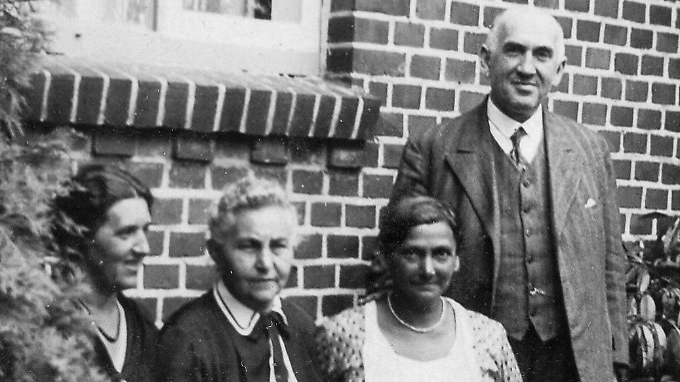 Minna (2.v.r.) und Gustav Wächter 1932.