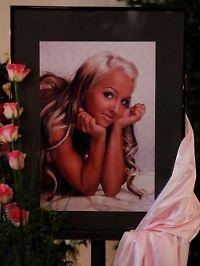 """""""Sexy Cora"""" hieß mit bürgerlichem Namen Carolin Wosnitza. Sie starb im Alter von 23 Jahren."""