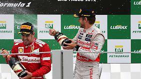 Freuen sich auch 2013 wieder auf das Rennen in Brasilien: Fernando Alonso und Jenson Button (r.).