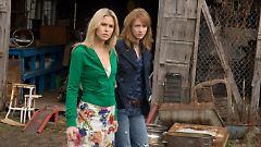 Jules (Anna Hutchison) und Dana (Kristen Conolly): Was hat der Tankwart da gerade gesagt?