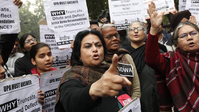 Seit der Vergewaltigung an einer Frau im Dezember demonstrieren in Indien Menschen für die Frauenrechte.