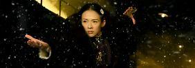 """Szene aus dem Berlinale-Eröffnungsfilm """"The Grandmaster"""" von Jury-Präsident Wong Kar-Wai mit Chinas Superstar Zhang Ziyi."""