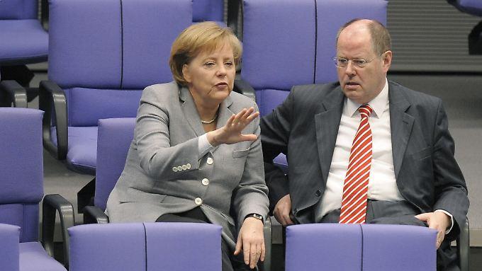 Im direkten Vergleich mit SPD-Spitzenkandidat Steinbrück bleibt Kanzlerin Merkel unangefochten.