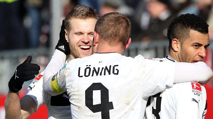 Große Freude: Sandhausen feiert vier Tore und drei Punkte gegen St. Pauli.