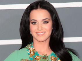 Katy Perry kam im Kostüm einer Weinkönigin.