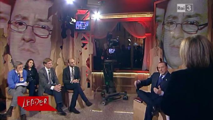 """Berlusconi in der RAI-Sendung """"Leader"""". Rechts Lucia Annunziata, Udo Gümpel ist der 3. von links."""