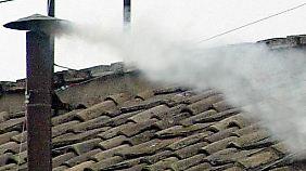Zeichen aus der Sixtinischen Kapelle: Ist der Rauch weiß, gibt es einen neuen Papst.