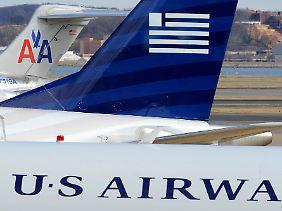 Zusammenschluss in wirtschaftlich schweren Zeiten: US Airways wird ihre Maschinen wohl nach und nach umlackieren.