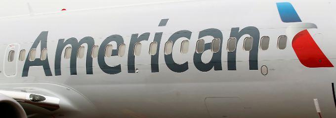 Neues Design: Auf dem Rumpf einer Boeing 737-800 prangt das neue Logo der American Airlines.