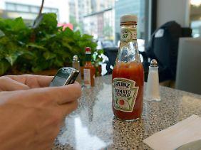 Aushängeschild - und manchmal auch Rettungsanker - der nordamerikanischen Küche: Die würzige Sauce auf Tomatenbasis gehört dazu wie Salz oder Pfeffer.