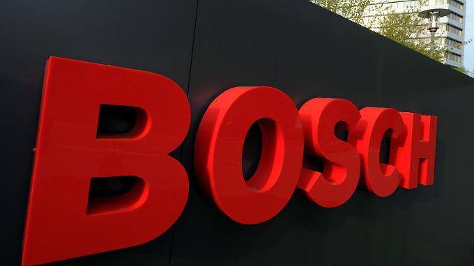 Bosch schreibt noch keine roten Zahlen. Nach einem drastischen Ergebniseinbruch sollen aber Jobs agebaut werden.