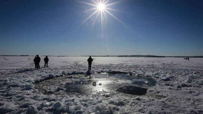 Der Tschebarkul-See: Der Hauptteil des Meteoriten wird dort versunken sein, vermuten die Wissenschaftler. Ein Loch wäre jedenfalls da.
