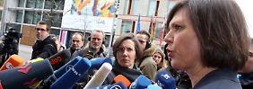 Aigner beantwortet die zahlreichen Fragen der Journalisten vor der Ländervertretung Hessens in Berlin.