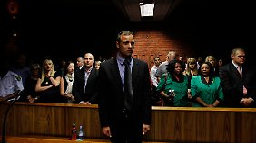 Steenkamp wird beigesetzt: Pistorius bestreitet vorsätzlichen Mord