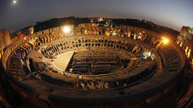 Das von mehr als fünf Millionen Menschen im Jahr besuchte Kolosseum leidet massiv unter dem Zahn der Zeit und den Umwelteinflüssen.