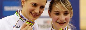 Erfolgreich bei der Bahnrad-WM: Miriam Welte, links, und Kristina Vogel.