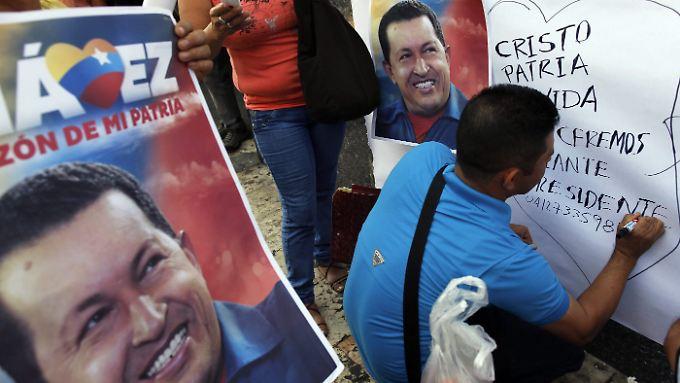 Die Anhänger von Hugo Chávez hoffen, dass der Präsident wieder gesund wird.