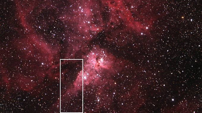 Der Asteroid 2012 DA14 und der Eta- Carinae-Nebel - weiß gekennzeichnet der Weg des Asteroiden, der kürzlich der Erde relativ nahe kam.