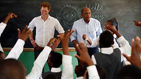 Prinz Harry und sein Freund, Prinz Seeiso von Lesotho, haben Spaß.