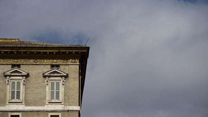 Der Wohnung des Papstes ist versiegelt, sein Fenster bleibt geschlossen - das Angelus-Gebet fällt aus.