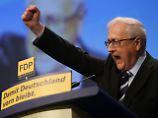 In einer mit mehrminütigem Applaus bedachten Rede appellierte Brüderle an den Kampfesmut seiner Partei.