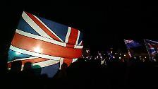 Die Bewohner des Archipels im Südatlantik stimmen in einem Referendum mit der überwältigenden Mehrheit von 98,8 Prozent für ihre Zugehörigkeit zu Großbritannien. Nur 3 der 1650 Wahlberechtigte sind dagegen.