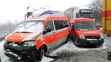 Auch Rettungsfahrzeuge bekommen Beulen ab.