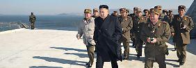 Kim bei der Besichtigung von Verteidigungsanlagen in Nordkorea.