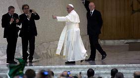 """Treffen mit Journalisten: Warum der Papst """"Franziskus"""" heißt"""