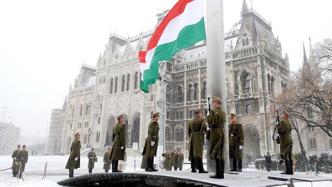 Der Nationalstolz wird in Ungarn mit viel Pomp zelebriert: Am Freitag wurde der Ausbruch des Unabhängigkeitskrieges von 1848 gefeiert.