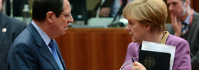 Zyperns Präsident Anastasiades spricht in Brüssel mit Merkel, die auf sein Anliegen nicht eingeht.