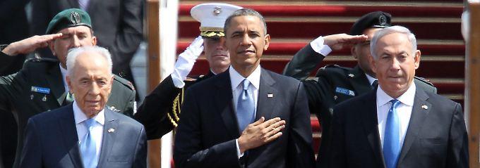 Obama wird von Peres (l.) und Netanjahu begrüßt. Alle drei setzen auf Frieden mit dem palästinensischen Nachbarn.