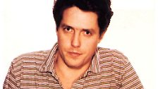Ein Foto, das Schauspieler Hugh Grant wohl gerne vermieden hätte, dass aber weltberühmt geworden ist. Es zeigt den charmanten Briten in Los Angeles im Jahr 1995. Die Polizei gabelte ihn in einer Seitenstraße des Sunset Boulevard auf, als er sich in seinem Auto von einer Prostituierten gerade einen Blow Job geben ließ. Die Chose ist Grant sichtbar peinlich.