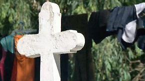 Armenviertel in El Salvador: Familien finden Zuhause auf dem Friedhof