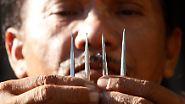 Die Nägel, die bei dem grausigen Ritual verwendet werden, sind etwas zehn Zentimeter lang.