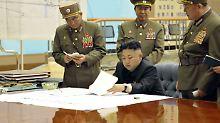 Eilige Sitzung am 29. März: Kim Jong Un erteilt den Befehl, Raketen startklar zu machen.