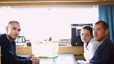 """Der Kern des rechtsextremen Netzwerks """"Nationalsozialistischer Untergrund"""": Uwe Mundlos, Beate Zschäpe und Uwe Böhnhardt (von links). Sie sind im Zeitraum von 2000 bis 2007 offenbar für den Tod von insgesamt zehn Menschen verantwortlich. Der ganze NSU umfasst nach derzeitigen Erkenntnissen weit über 100 Personen. Die Taten lösen einen der größten Ermittlungsskandale in der Geschichte der Bundesrepublik aus."""