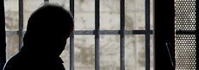 Ermittler spüren Netzwerk auf: Rechte unterwandern Gefängnisse
